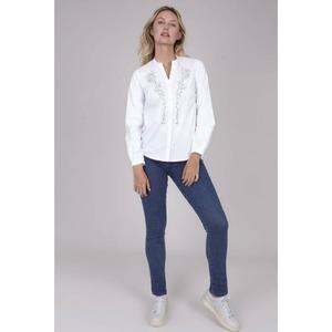Blanco más Denim🤍💙  #dandara_spain #denim#lookdodia #lookdandara #autumncollection🍂 #fashions #blusas #outfitoftheday #modaespañola